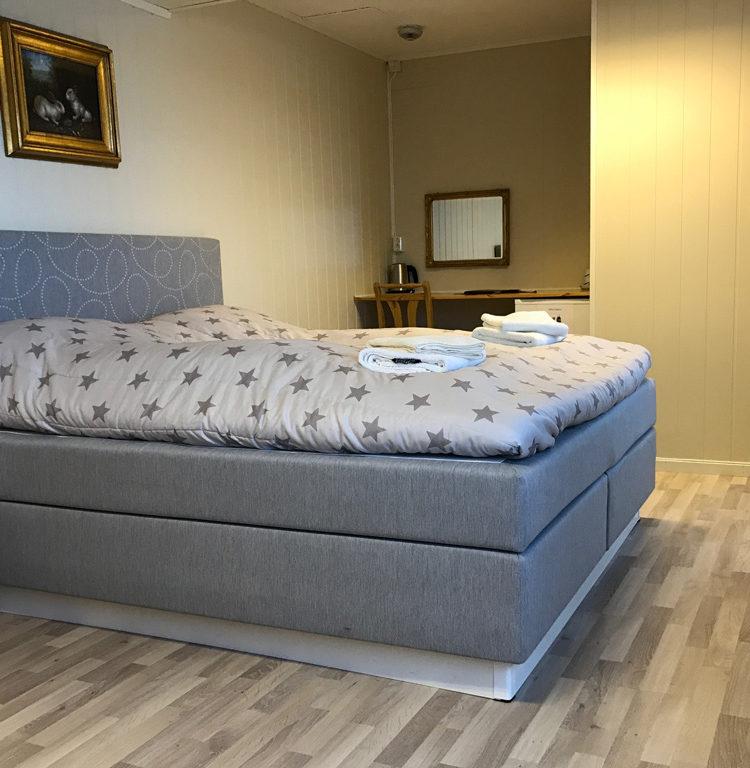 bilde av dobbeltrom med stor seng